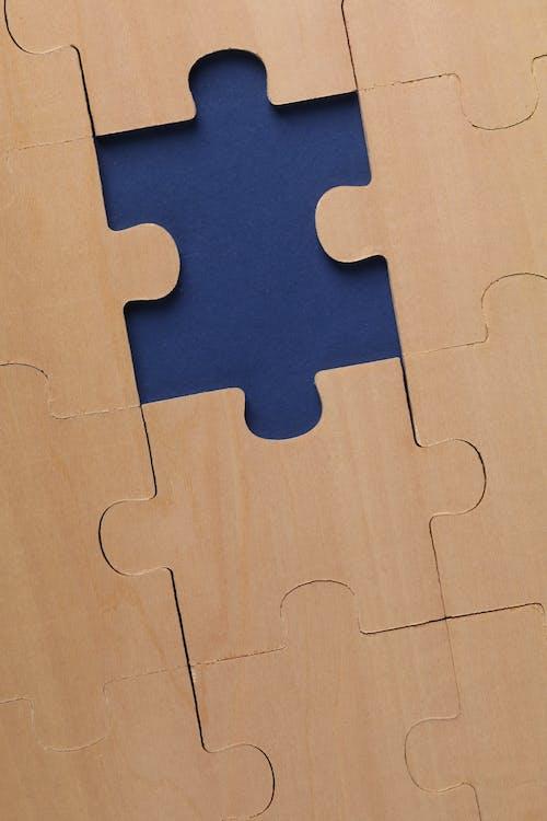 Fotos de stock gratuitas de fondo azul oscuro, rompecabezas de madera