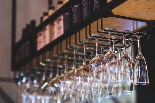 Foto d'estoc gratuïta de bar, penjant, restaurant, vi