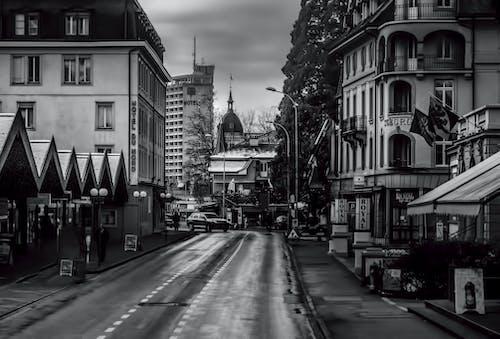 Gratis lagerfoto af by ned byen, city street, forstad, gadescene