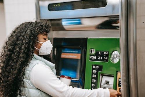 Gratis stockfoto met automated, financiën, gekleurde vrouw
