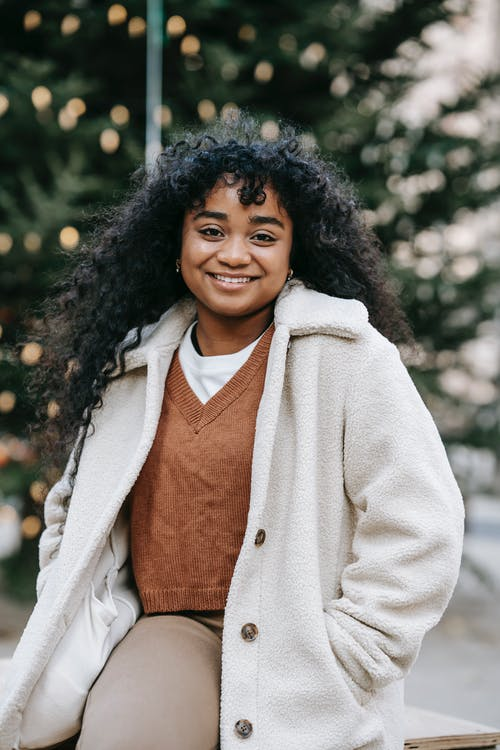 Безкоштовне стокове фото на тему «noel, toothy smile, афро-американська жінка»