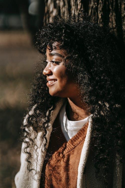 Безкоштовне стокове фото на тему «toothy smile, афро-американська жінка, безтурботний»