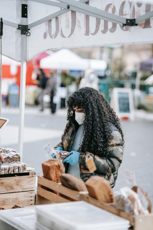 Безкоштовне стокове фото на тему «covid19, афро-американська жінка, базар»