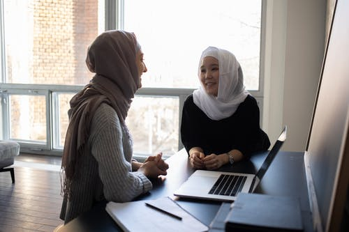 Gratis lagerfoto af akademisk, asiatisk kvinde, bærbar computer