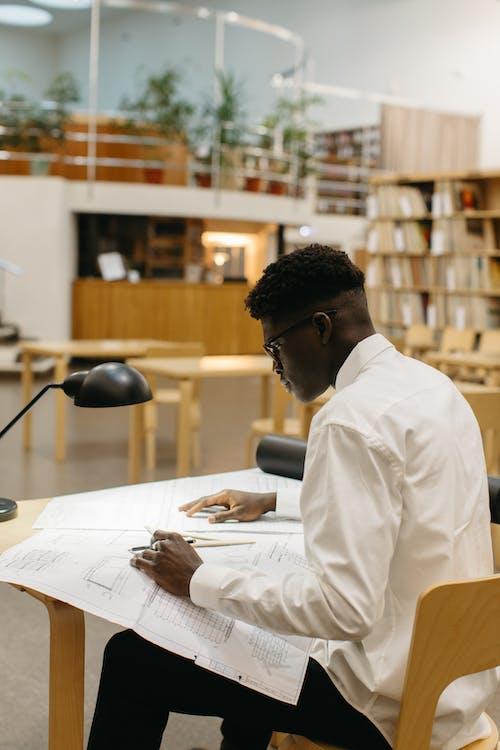Безкоштовне стокове фото на тему «o negre trabalha em 卡萨, архітектор, архітектура»