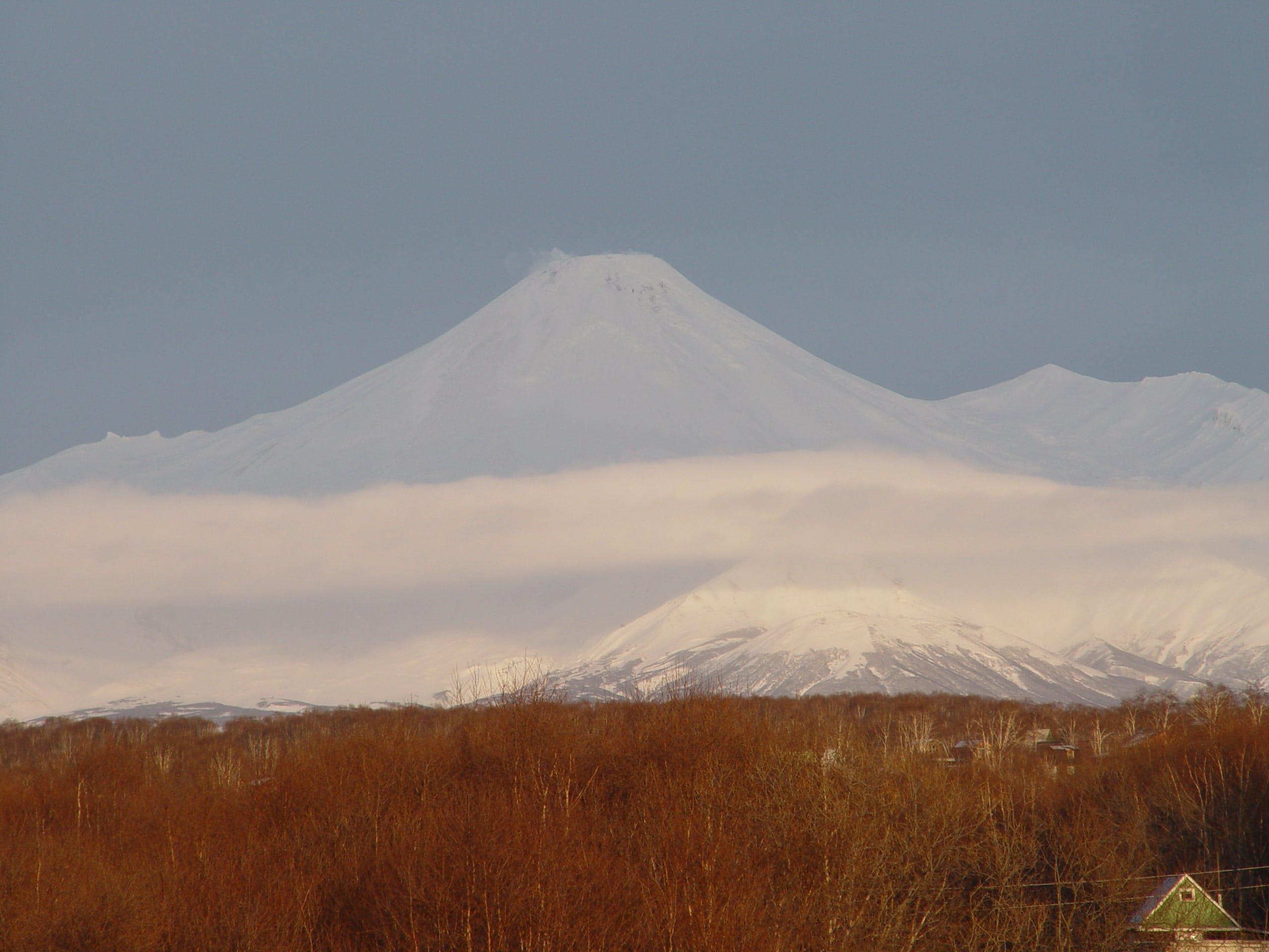 Free stock photo of View of the volcanoes of Petropavlovsk Kamchatsky