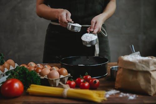Fotos de stock gratuitas de añadir, anónimo, batería de cocina