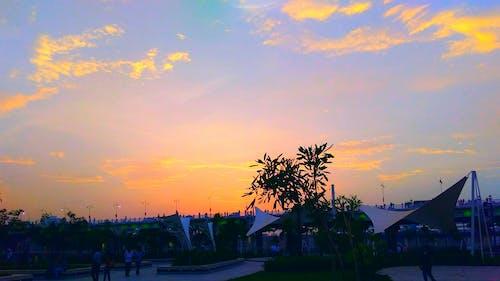 akşam, Akşam gökyüzü, bulutlu, bulutlu gökyüzü içeren Ücretsiz stok fotoğraf