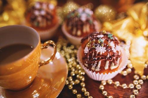Безкоштовне стокове фото на тему «Кава, капкейк, мафін, перли»