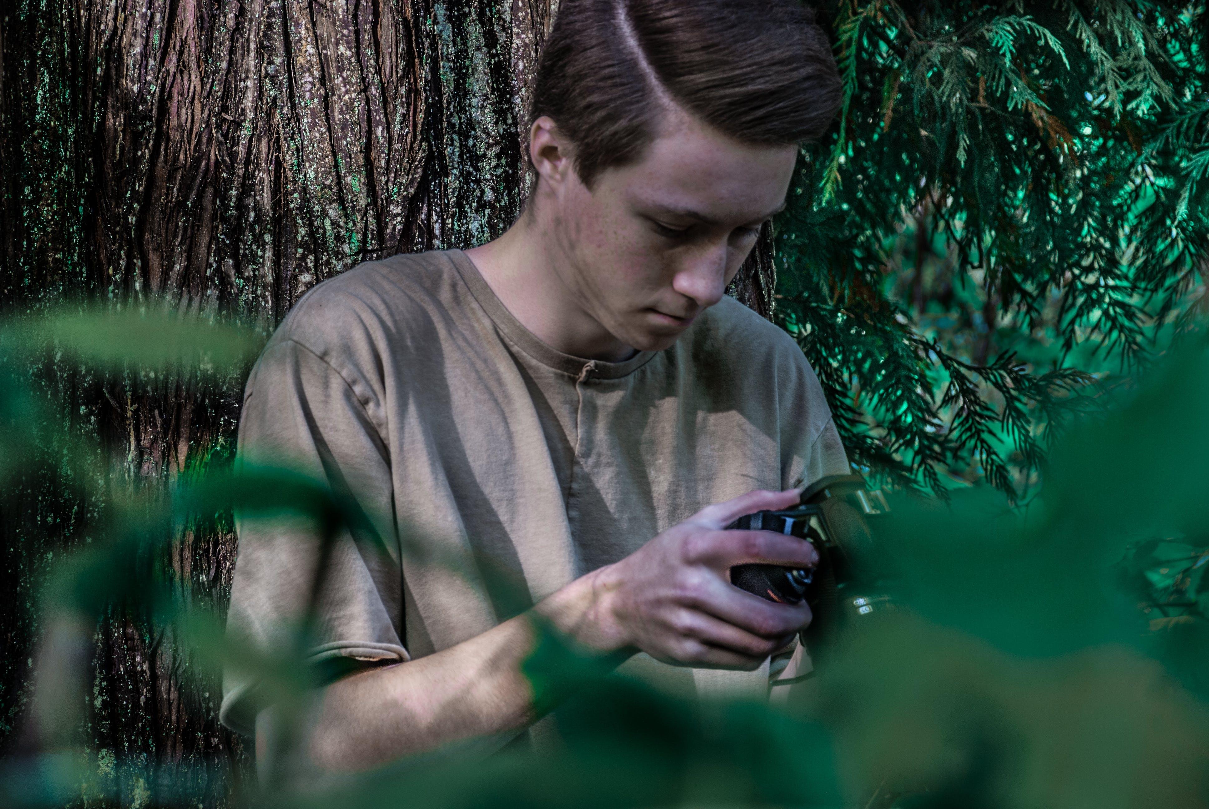 Gratis lagerfoto af Dreng, fotografi, fritid, hænder