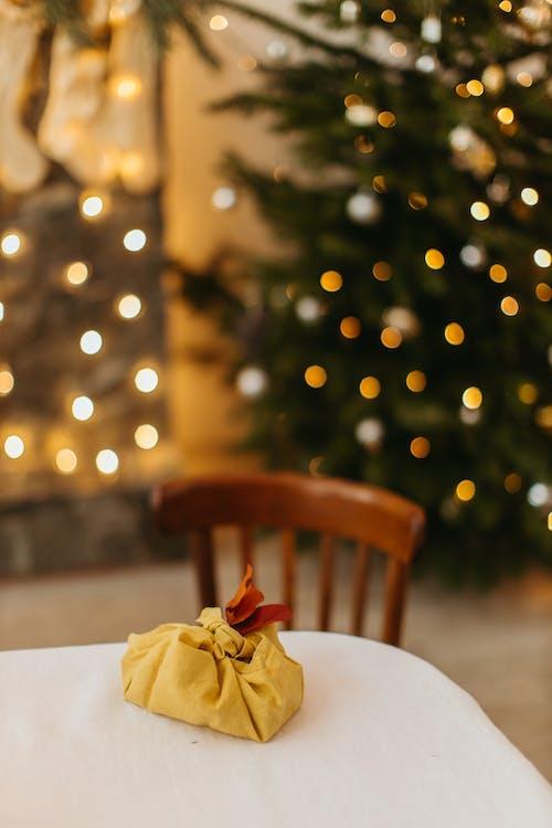 Бесплатное стоковое фото с блестеть, декорации, день рождения, дерево