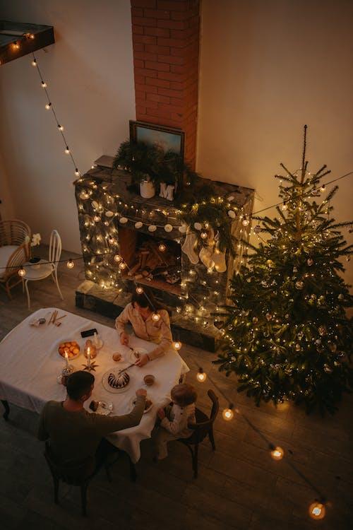 Бесплатное стоковое фото с вечер, горящая свеча, декорации, декорация