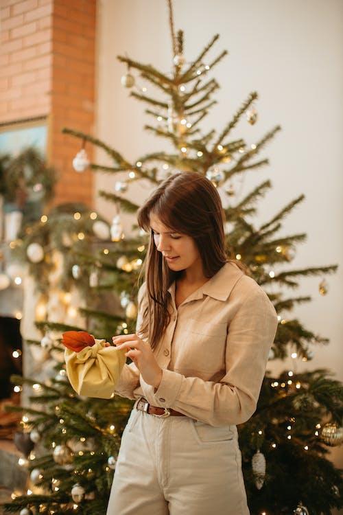 Бесплатное стоковое фото с девочка, девушка, декорации, декорация