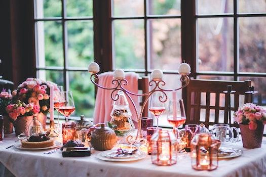 Beautiful Christmas Table Setting