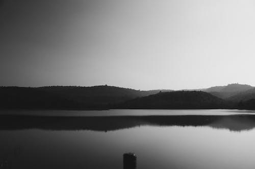 Fotobanka sbezplatnými fotkami na tému hmla, jazero, jeseň
