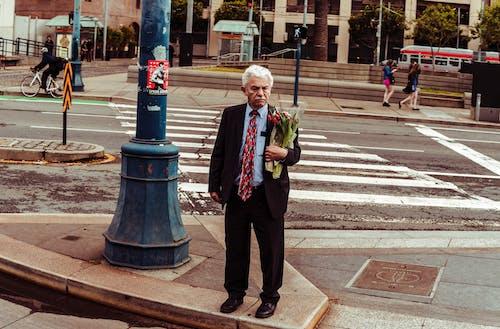 건물, 경치, 꽃, 남자의 무료 스톡 사진