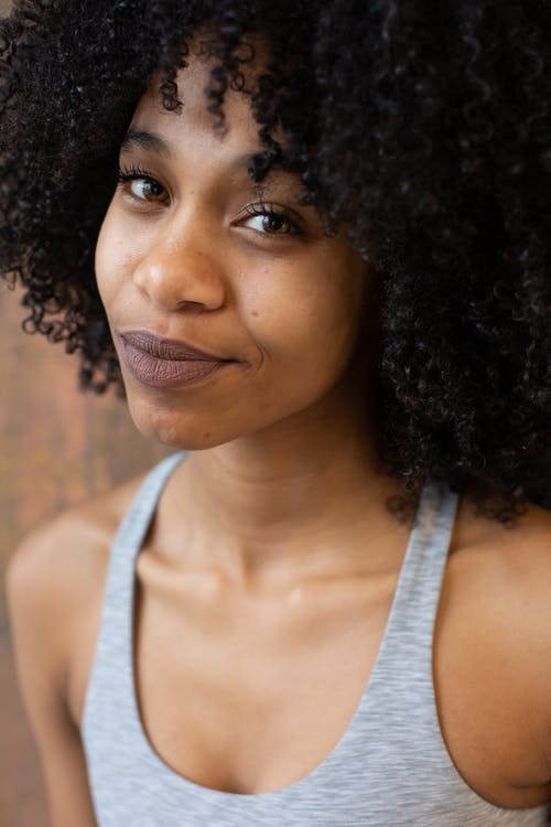 Smiling black woman with Afro hairstyle