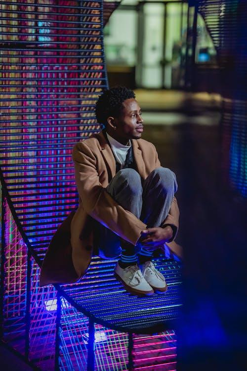 Gratis stockfoto met Afro-Amerikaanse man, afzondering, alleen