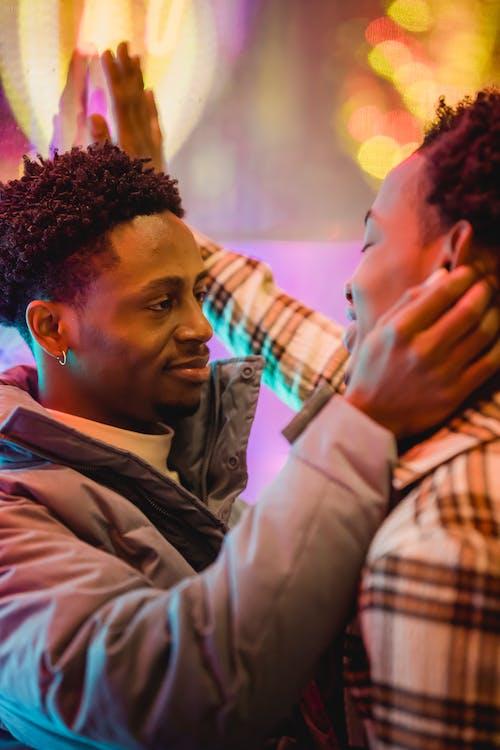 Kostenloses Stock Foto zu afroamerikanische männer, beziehung, bindung