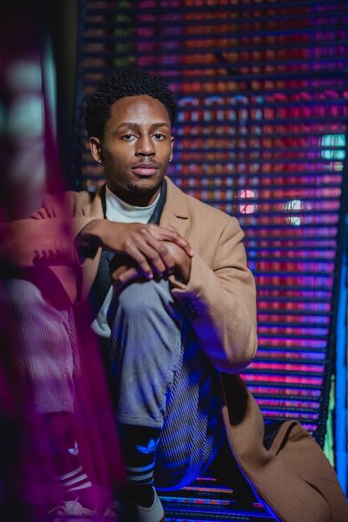 Kostenloses Stock Foto zu afro, afroamerikanischer mann, allein