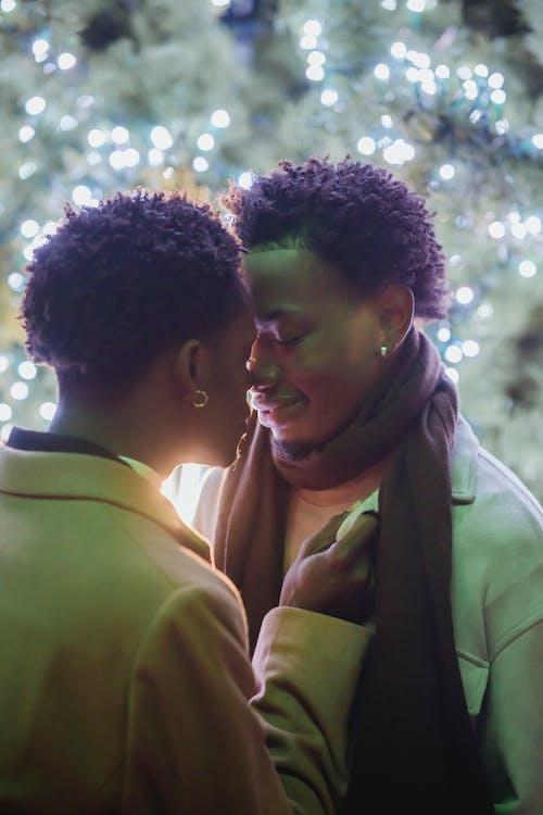 Kostenloses Stock Foto zu afro, afroamerikanische männer, aufgeregt