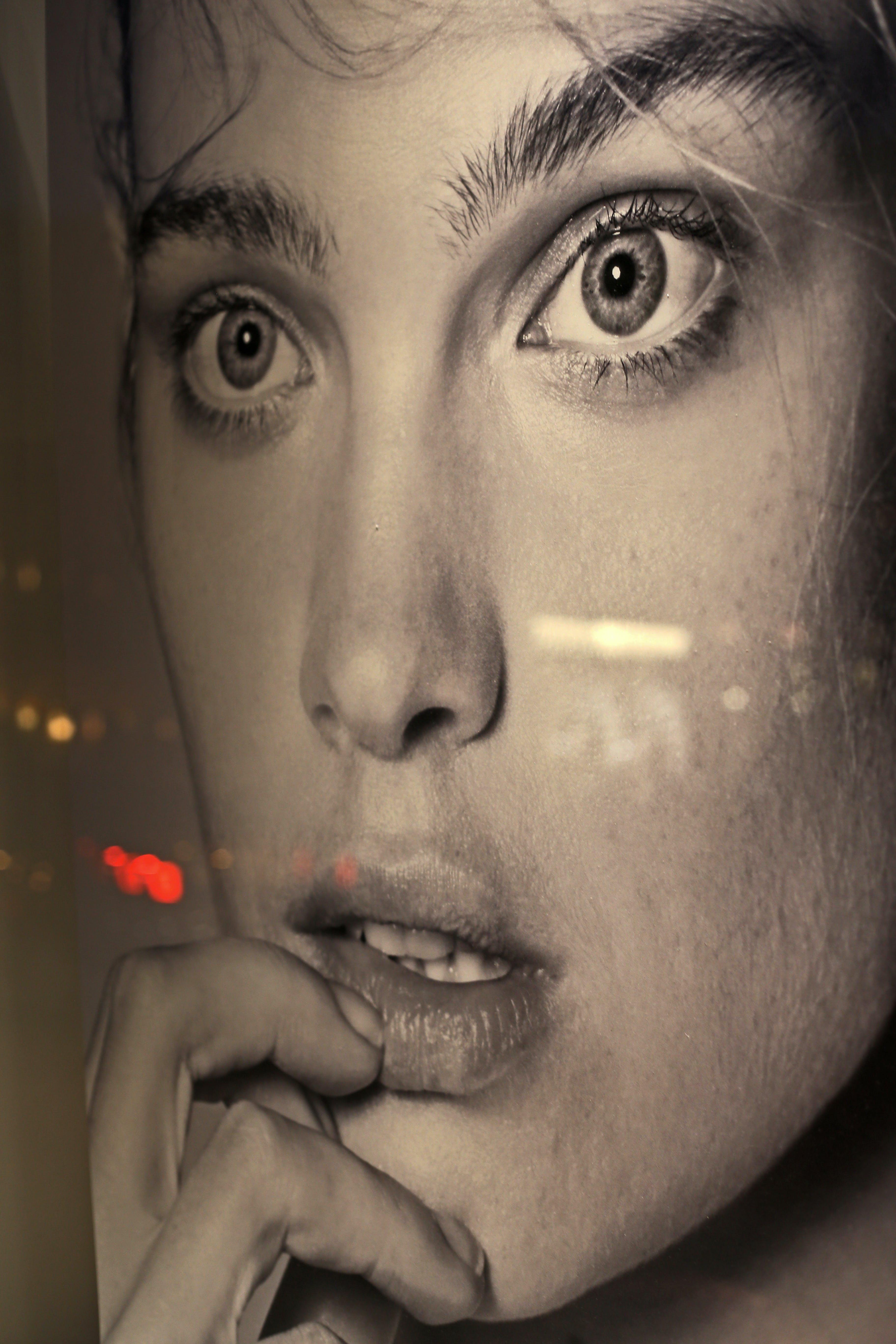 Бесплатное стоковое фото с витрина, задумчивый, мода, оконная реклама
