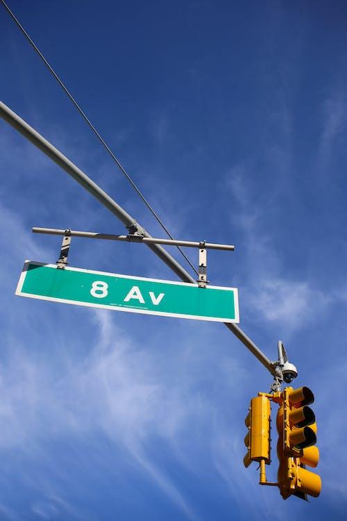 Foto d'estoc gratuïta de avinguda vuitena, blau i groc, cel blau