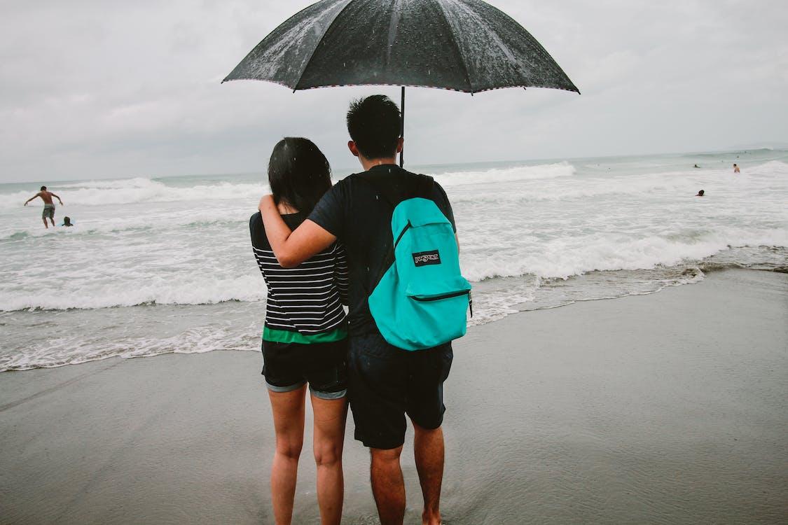 batoh, búrka, byť spolu