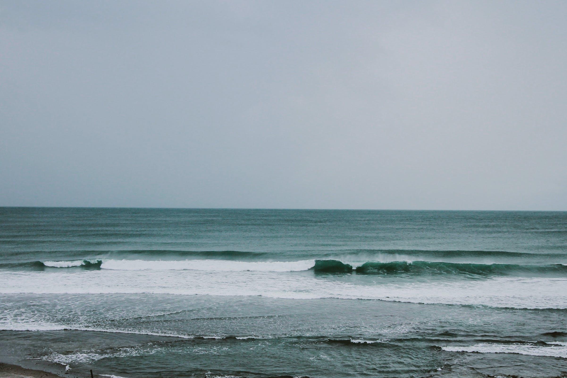 Gratis arkivbilde med bølger, daggry, hav, havkyst