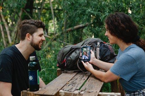 Fotos de stock gratuitas de afecto, al aire libre, alegre