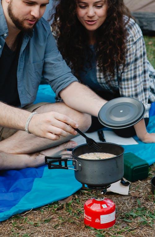 Foto profissional grátis de acampamento, afirmativo, alegre