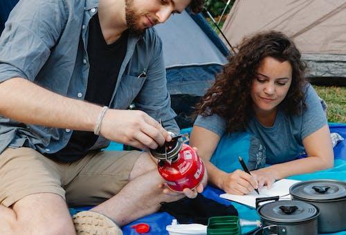 Foto profissional grátis de acampamento, amor, andarilho