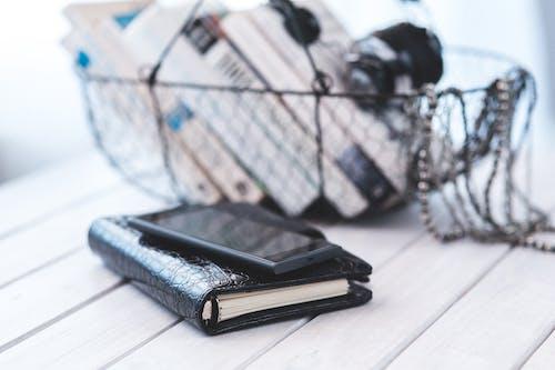 Ilmainen kuvapankkikuva tunnisteilla älypuhelin, kirjat, yhteystiedot