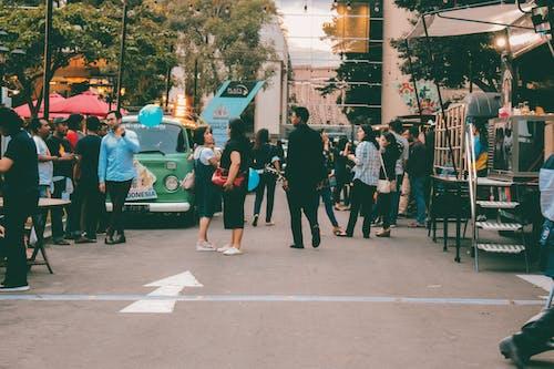 Foto profissional grátis de amontoado, cidade, comida de rua, estrada