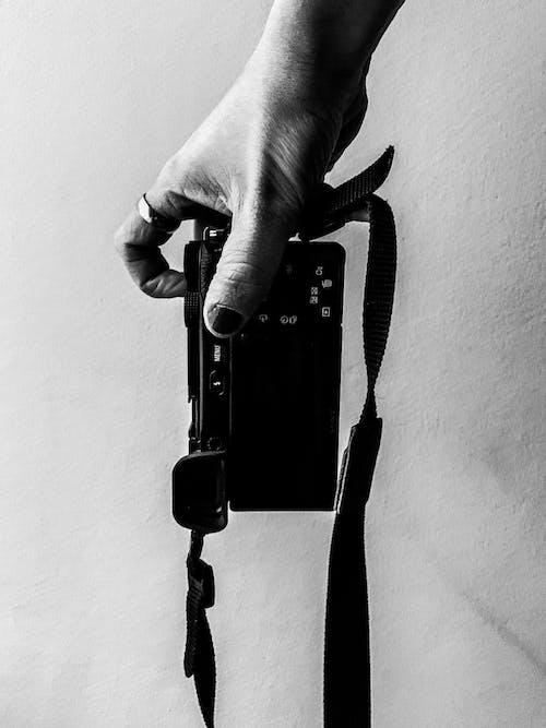 Imagine de stoc gratuită din adult, alb-negru, aparat de fotografiat, aparat foto