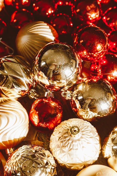 Foto d'estoc gratuïta de adorns, boles de nadal, brillant