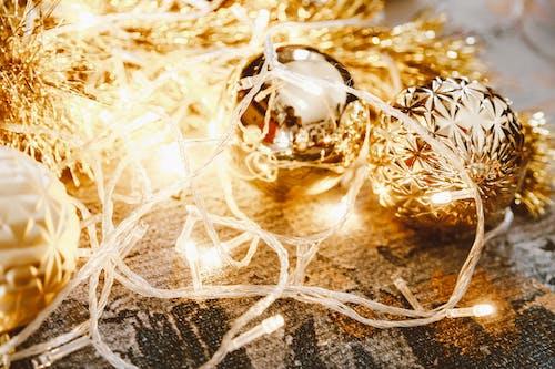 Kostenloses Stock Foto zu flitter, girlande, gold