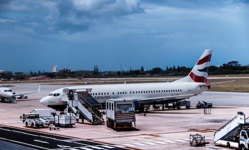 Gratis lagerfoto af asfalt, britiske luftveje, fly, flyvemaskine