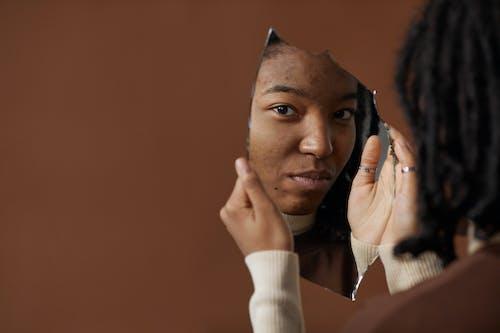 Fotos de stock gratuitas de acné, adentro, cara