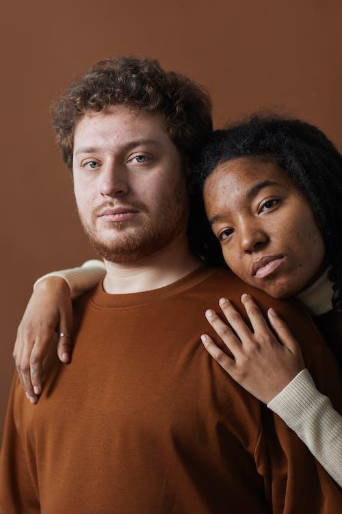 adam, Afrikalı, beyaz ırk içeren Ücretsiz stok fotoğraf