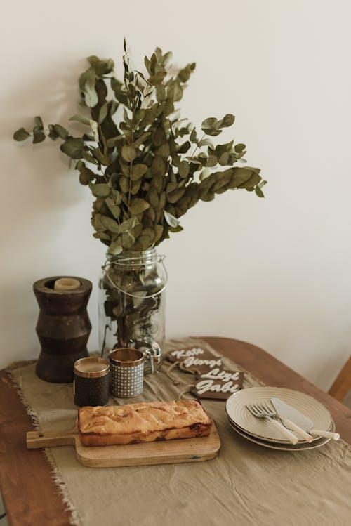 Gratis lagerfoto af blade, bord, brød