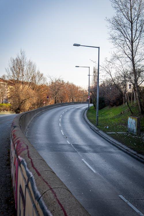 Fotos de stock gratuitas de carretera, carretera vacía, ciudad