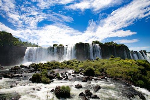 Бесплатное стоковое фото с вода, водопад, гора, движение