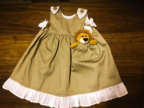 Gratis lagerfoto af baby, baby kjole, baby safari tøj, baby tøj