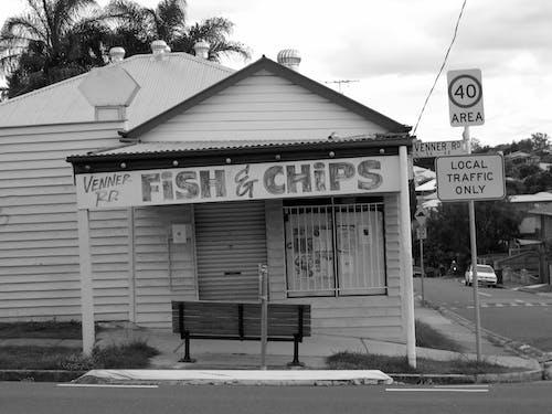 Darmowe zdjęcie z galerii z architektura, budynek, czarno-biały, droga