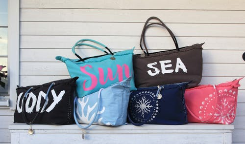 ahşap, Bank, çantalar, dizayn içeren Ücretsiz stok fotoğraf