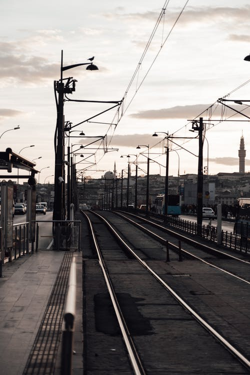 建築物附近的鐵路