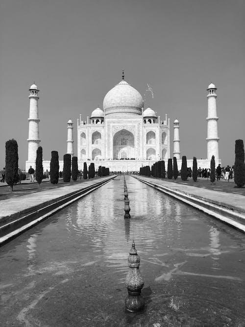 Monochrome Photo of the Amazing Taj Mahal