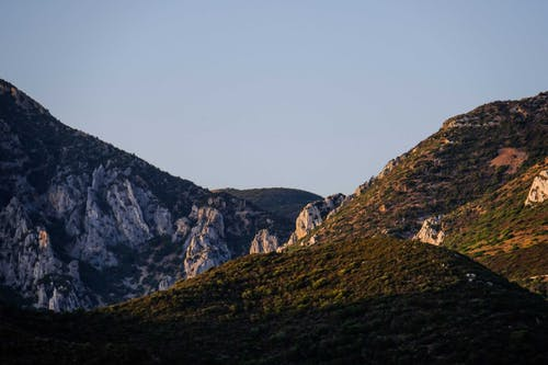 Rocky mountainous valley against cloudless sky