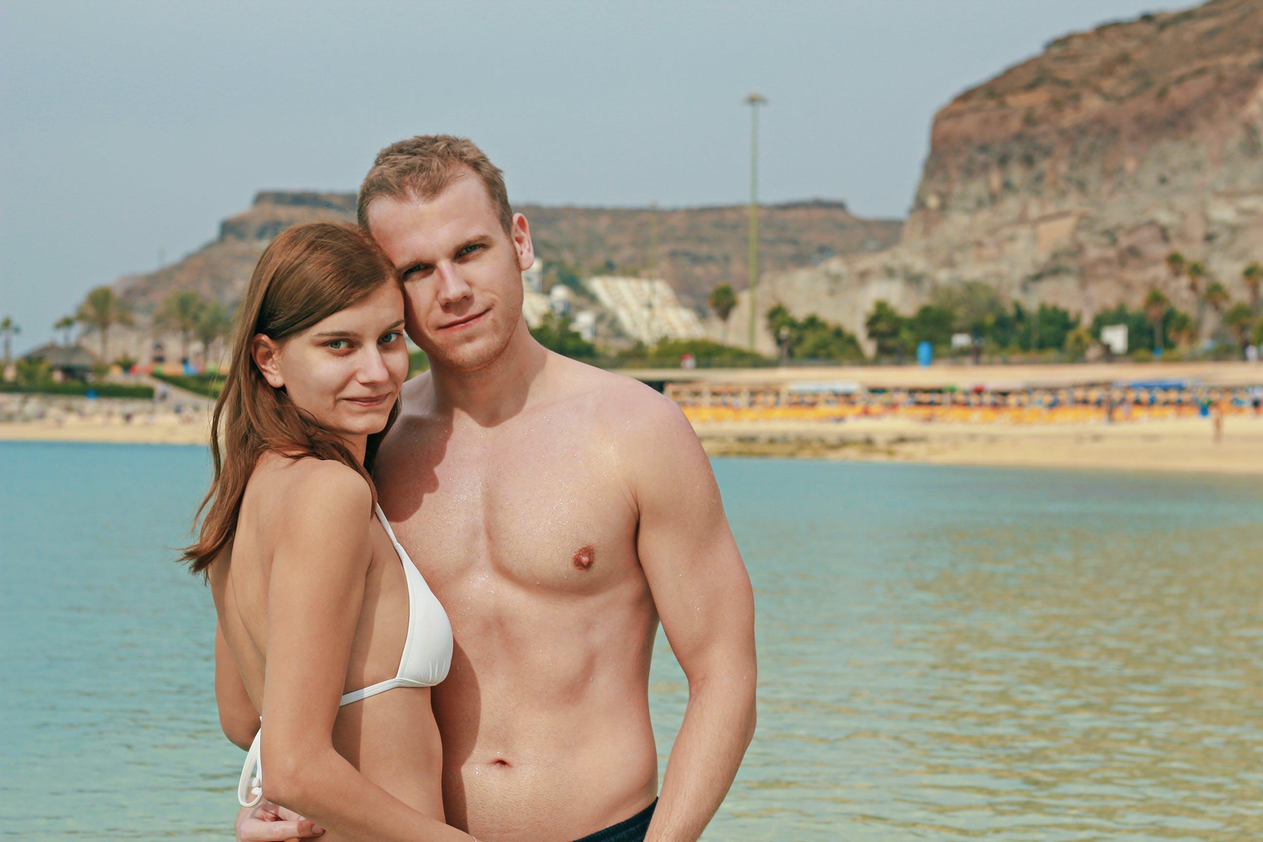 Foto d'estoc gratuïta de amor, bikini, estiu, parella